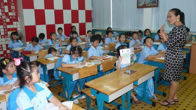 Một tiết học của học sinh lớp 1 Trường tiểu học Lê Ngọc Hân, quận 1 - Ảnh: H.Hg.