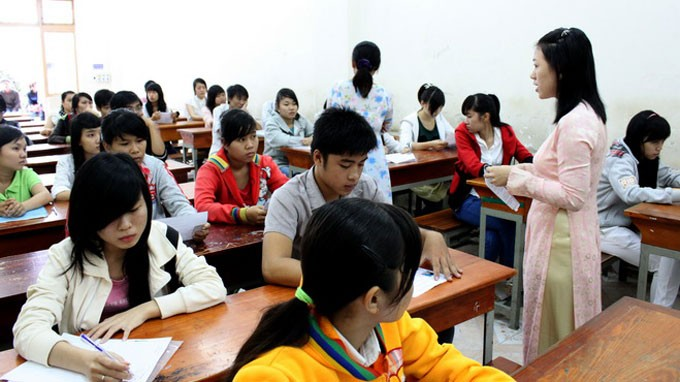 Thí sinh làm thủ tục dự thi ĐH năm 2012 - Ảnh: Minh Giảng
