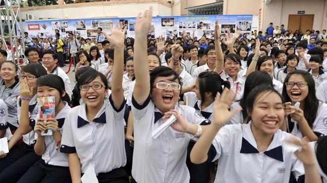 Các bạn học sinh Trường chuyên Trần Đại Nghĩa tưng bừng tại ngày hội Mùa xuân biển đảo diễn ra ngày 3-1-2013