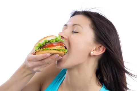 Thức ăn nhanh khiến trẻ có nguy cơ mắc bệnh rối loạn tâm lý. Ảnh minh họa.