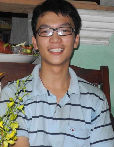 Chàng thủ khoa khẳng định 'Nếu không được đi học, em muốn rèn luyện thành cầu thủ bóng đá'. Ảnh: Nguyễn Hòa.