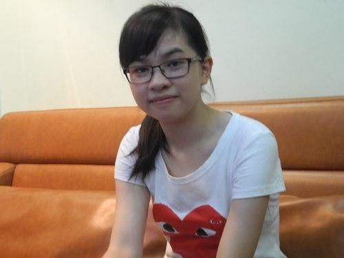 Vân luôn tươi cười và rất dễ gần. Ảnh: Nguyễn Hòa.