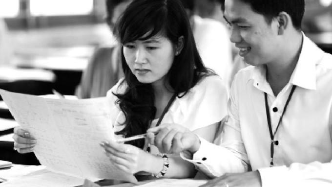Cán bộ Trường ĐH Nông lâm TP.HCM thống nhất điểm bài thi môn toán - Ảnh: Như Hùng