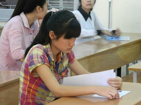 Thí sinh tham dự kì thi ĐH 2013.