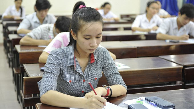 Thí sinh dự thi ĐH đợt 1 năm 2013 - Ảnh: TTO