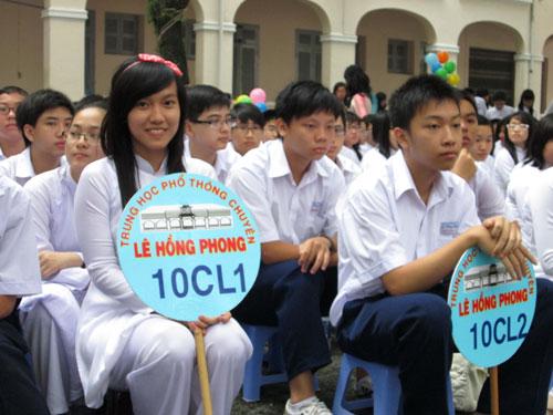 Học sinh Trường THPT chuyên Lê Hồng Phong trong lễ khai giảng năm học 2012-2013 - Ảnh: H.Lân