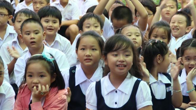 Học sinh TP.HCM trong ngày khai giảng năm học mới 2012-2013 - Ảnh: Như Hùng