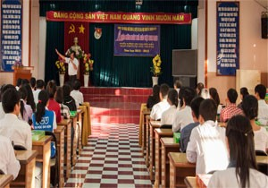 Hình ảnh Lễ Chào Mừng Ngày Nhà Giáo Việt Nam và Tuyên Dương Học Sinh Tiêu Biểu Năm 2012