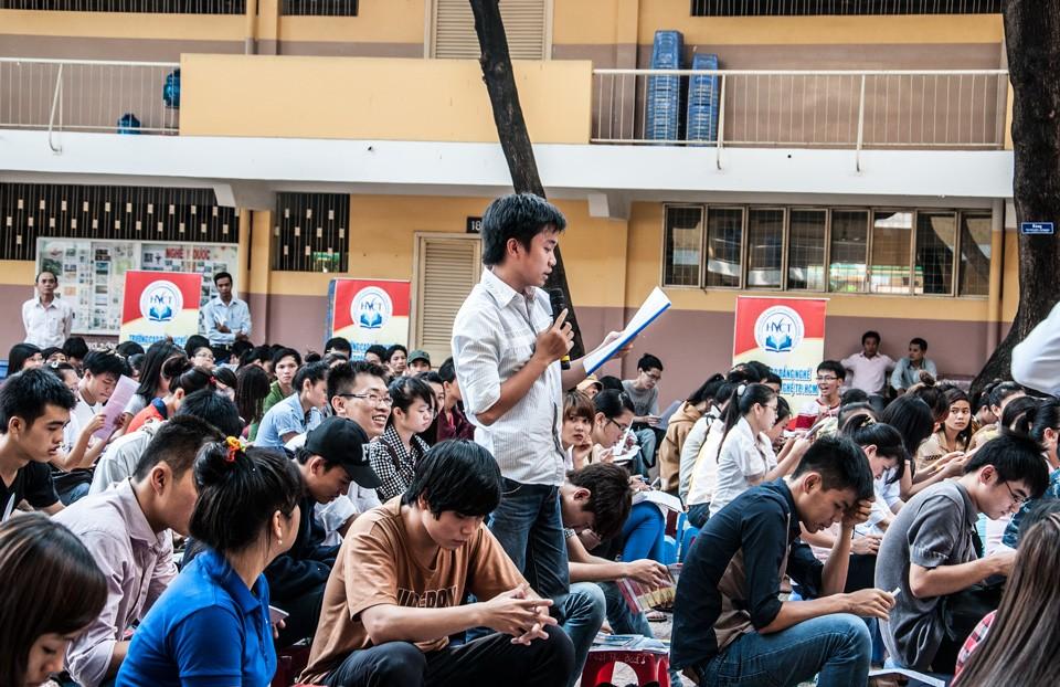 Hình ảnh buổi tư vấn tuyển sinh Đại học - Cao đẳng 2013 của TT Luyện thi đại học Nguyễn Thượng Hiền